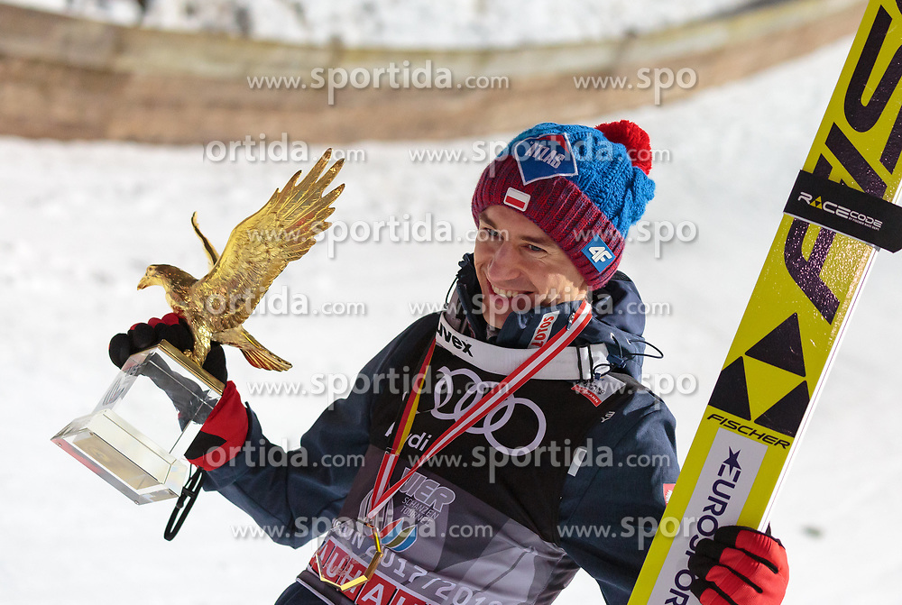 06.01.2018, Paul Außerleitner Schanze, Bischofshofen, AUT, FIS Weltcup Ski Sprung, Vierschanzentournee, Bischofshofen, Siegerehrung, im Bild Gesamt und Grand Slam Sieger Kamil Stoch (POL) // Overall and Grand Slam winner Kamil Stoch of Poland during the Winner Award Ceremony of the Four Hills Tournament of FIS Ski Jumping World Cup at the Paul Außerleitner Schanze in Bischofshofen, Austria on 2018/01/06. EXPA Pictures © 2018, PhotoCredit: EXPA/ Stefanie Oberhauser