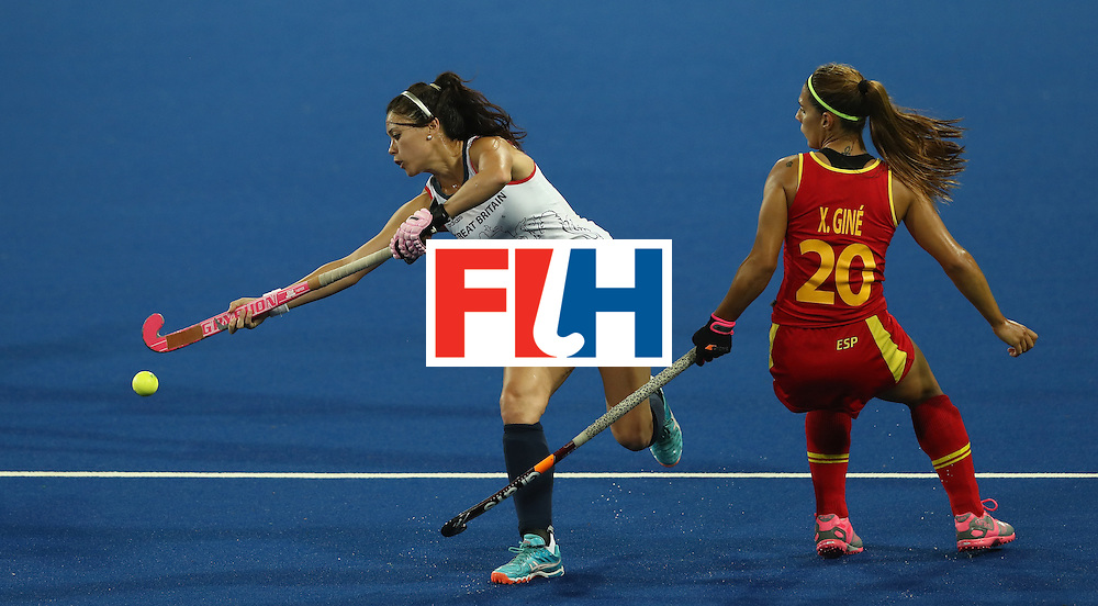 RIO DE JANEIRO, BRAZIL - AUGUST 15:  Sam Quek of Britain controls the ball during the Women's quarter final hockey match between Great Britain and Spain on Day10 of the Rio 2016 Olympic Games held at the Olympic Hockey Centre on August 15, 2016 in Rio de Janeiro, Brazil.  (Photo by David Rogers/Getty Images)