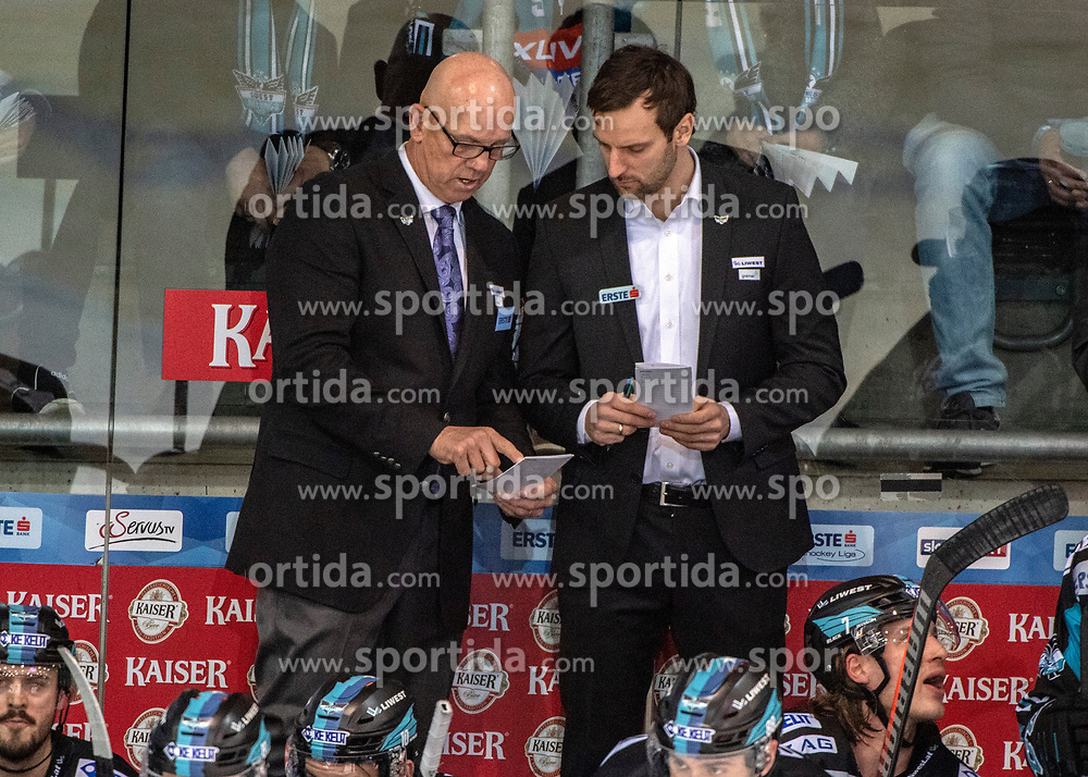 18.01.2019, Keine Sorgen Eisarena, Linz, AUT, EBEL, EHC Liwest Black Wings Linz vs HC TWK Innsbruck Die Haie, 39. Runde, im Bild v.l. Head-Coach Tom Rowe (EHC Liwest Black Wings Linz), Assistant Coach und Tormann Trainer Jürgen Penker (EHC Liwest Black Wings Linz) // during the Erste Bank Eishockey League 39th round match between EHC Liwest Black Wings Linz and HC TWK Innsbruck Die Haie at the Keine Sorgen Eisarena in Linz, Austria on 2019/01/18. EXPA Pictures © 2019, PhotoCredit: EXPA/ Reinhard Eisenbauer