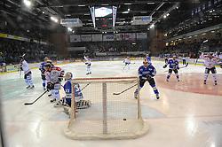 20.02.2015, Helios-Arena, Schwenningen, GER, DEL, Schwenninger Wild Wings vs Eisbären Berlin, 49. Runde, im Bild Dimitri Paetzold (Torhueter/Goalie Schwenninger Wild Wings) ist geschlagen, // during Germans DEL Icehockey League 49th round match between Schwenninger Wild Wings and Eisbären Berlin at the Helios-Arena in Schwenningen, Germany on 2015/02/20. EXPA Pictures © 2015, PhotoCredit: EXPA/ Eibner-Pressefoto/ Laegler<br /> <br /> *****ATTENTION - OUT of GER*****