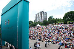 29.06.2011, Wimbledon, London, GBR, ATP World Tour, Wimbledon Tennis Championships, im Bild Fans watch the action from Aorangi Terrace, better known as Henman Hill or Murray Mound on a big screen during day nine of the Wimbledon Lawn Tennis Championships at the All England Lawn Tennis and Croquet Club. EXPA Pictures © 2011, PhotoCredit: EXPA/ Propaganda/ David Rawcliffe +++++ ATTENTION - OUT OF ENGLAND/UK +++++