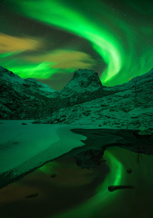 Lofoten, Norway, lake, aurora, northern light, winter, photography, mountains, max rive