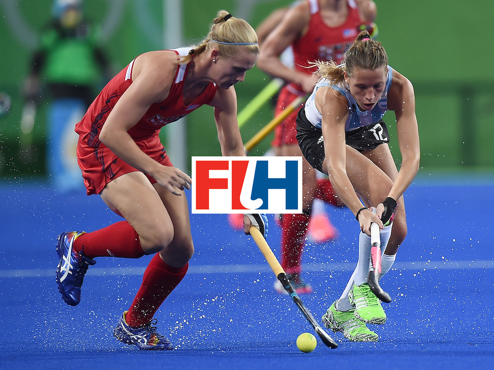 Argentina's Delfina Merino (R) vies for the ball with the USA's Stefanie Fee during the women's field hockey Argentina vs USA match of the Rio 2016 Olympics Games at the Olympic Hockey Centre in Rio de Janeiro on August, 6 2016. / AFP / MANAN VATSYAYANA        (Photo credit should read MANAN VATSYAYANA/AFP/Getty Images)
