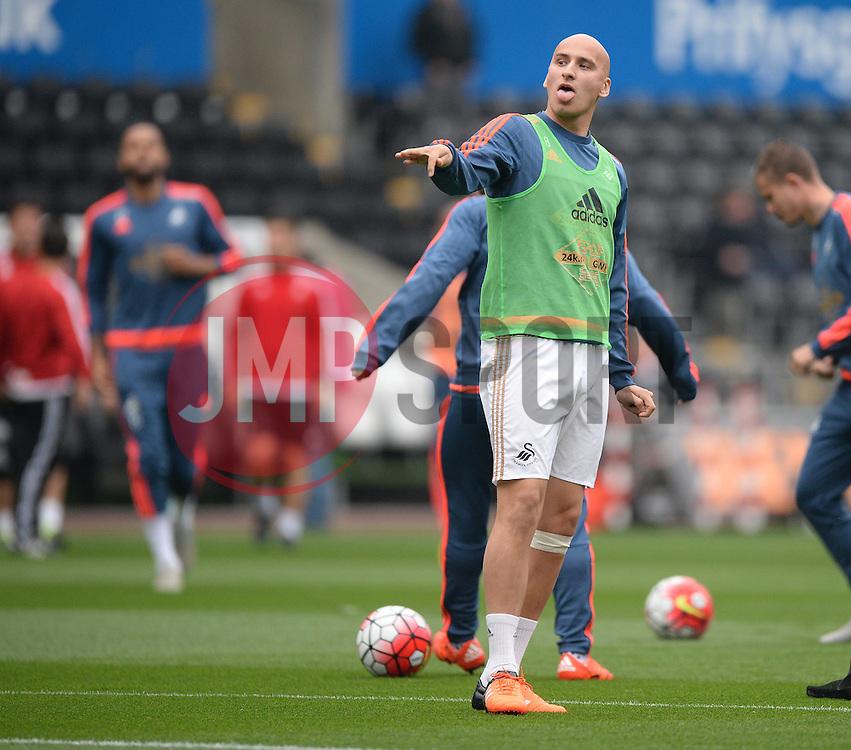 Jonjo Shelvey of Swansea City- Mandatory byline: Alex James/JMP - 07966 386802 - 04/10/2015 - FOOTBALL - Liberty stadium - Swansea, England - Swansea City  v Tottenham hotspur - Barclays Premier League