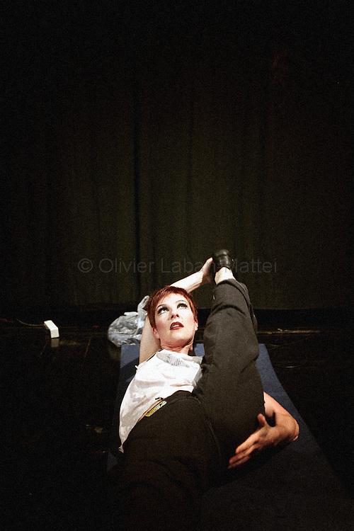 """La danseuse, chanteuse allemande et meneuse de revue Diana s'Ètire le 16 Octobre 2006 dans les coulisses du Lido ? Paris. Le """"plus cÈlËbre cabaret du monde"""", qui fÍte ses 60 ans jusquíen juillet 2007, prÈsente tous les soirs la revue """"Bonheur"""", ? laquelle participent 60 """"Bluebell Girls and Boys"""", selectionnÈs sur des critËres stricts : minimum 1,75m pour les danseuses et 1,83 m pour les danseurs. En coulisse le Lido, qui accueille un demi-million de clients et Ècoule 300.000 bouteilles de champagne par an - ce qui en fait le premier Ètablissement mondial consommateur de champagne - emploie prËs de 400 personnes. Une noria de techniciens, machinistes ou couturiers gr,ce ? qui, tous les soirs, la lÈgende du Lido se perpÈtue. ..German singer and show leader Diana stretches backstage, 16 october 2006 at """"Le Lido"""" in Paris. The famous French cabaret on the Champs-Elysees will celebrate its 60th anniversary until July 2007. 500,000 spectators a year enjoy the glamorous show performed by 60 strictly selected dancers - including 25 topless """"bluebell girls"""" -, whereas, in the wings, 400 stage technicians, mechanics and craftsmen help to make the legend comes true.   AFP PHOTO OLIVIER LABAN-MATTEI"""