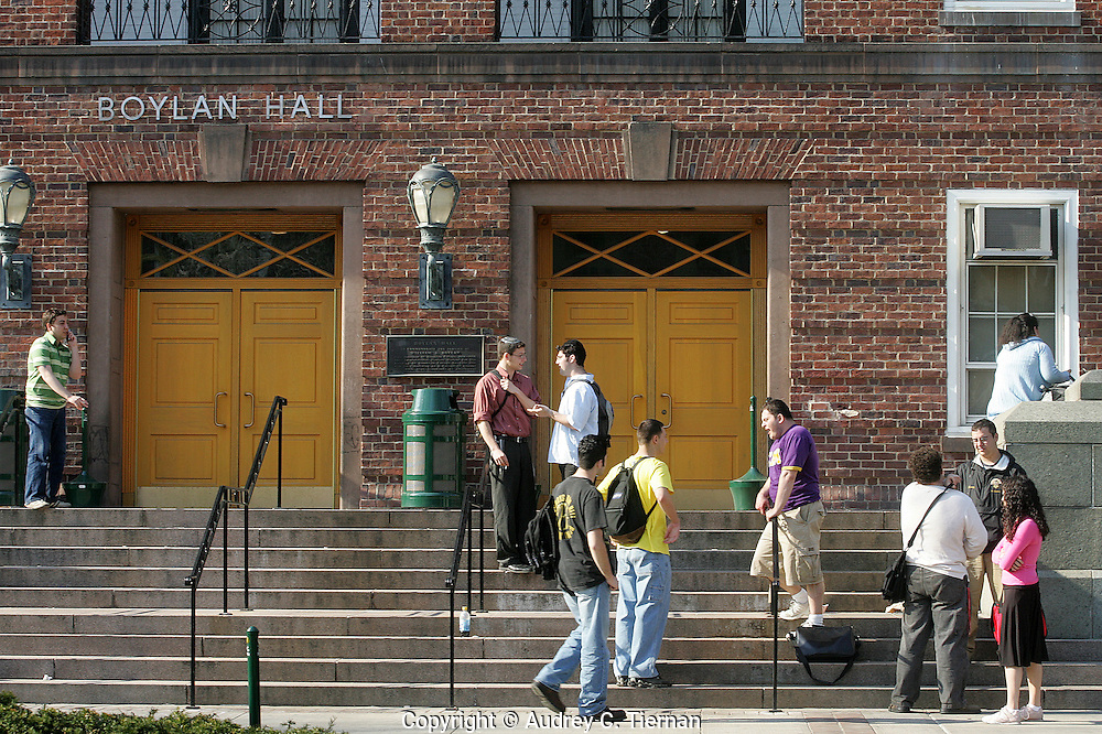 Brooklyn, NY:  April 20, 2005-- CUNY students gather on the steps of Brooklyn College's Boylan Hall.    ©Audrey C. Tiernan