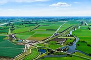 Nederland, Overijssel, Gemeente Heerde, 17-07-2017; landelijk gebied ten westen van de IJssel (links), hoogwatergeul Veessen-Wapenveld. De geul is ontstaan door de aanleg van twee paralel lopende twee dijken. De uitlaat van de hoogwatergeul bevindt zich aan weerszijden van de Kromme Kolk, de waterplas in de kromming van de dijk (een wiel, restant van een vroegere dijkdoorbraak).<br /> Rural area, west of IJssel,flood gully Veessen-Wapenveld, outlet of the flood channel. The channel has not been excavated but instead two parallel dikes are constructed.<br /> <br /> luchtfoto (toeslag op standard tarieven);<br /> aerial photo (additional fee required);<br /> copyright foto/photo Siebe Swart