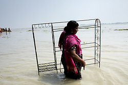 August 15, 2017 - Sariakandhi, Dhaka, Bangladesh - A woman with her belonging move other place when all area under the floodwater at Sariakandhi, Bogra, Bangladesh 15 August 2017. Flood-related incidents in Dinajpur, Gaibandha and Lalmonirhat raising the death toll to 30 in the last three days across the country. (Credit Image: © Km Asad/NurPhoto via ZUMA Press)