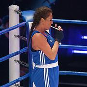 NLD/Amsterdam/20181107 - Opname Boxingstars 2018, 2e aflevering, Michaella Kox steekt een sigaret op in de boksring