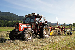 THEMENBILD - Landwirt mit Traktor und Maehwerk beim Heuwenden, aufgenommen in Winden, Deutschland am 24. Juni 2015. EXPA Pictures © 2015, PhotoCredit: EXPA/ Eibner-Pressefoto/ Fleig<br /> <br /> *****ATTENTION - OUT of GER*****