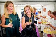16-6-2018 AMSTERDAM - Princess Mabelsister Nicoline Wisse Smit  gets the AmsterdamDiner Award  arrives at AFAS Live for Amsterdam Dinner. Dinner is all about a world without AIDS. ROBIN UTRECHT<br /> <br /> 16-6-2018 AMSTERDAM - Prinses Mabel krijgt de AmsterdamDiner Award uitgereikt in AFAS Live. Prinses Mabel arriveert bij AFAS Live voor AmsterdamDiner. Het diner staat in het teken van een wereld zonder AIDS. ROBIN UTRECHT