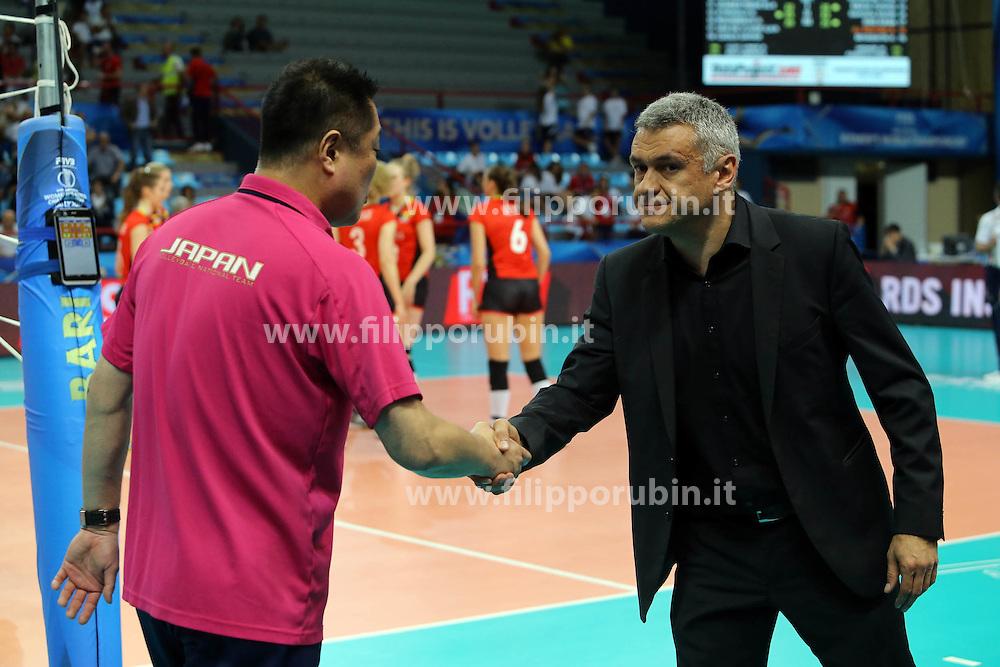 Japan coach Manabe Masayoshi and Belgium head coach Gert Vande Broek shake hands