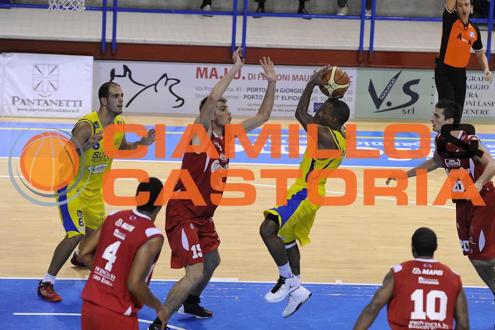 DESCRIZIONE : Porto San Giorgio Lega A 2013-14 Sutor Montegranaro Reggio Emilia<br /> GIOCATORE : Josh Mayo<br /> CATEGORIA : tiro<br /> SQUADRA : Sutor Montegranaro<br /> EVENTO : Campionato Lega A 2013-2014<br /> GARA : Sutor Montegranaro Reggio Emilia<br /> DATA : 27/10/2013<br /> SPORT : Pallacanestro <br /> AUTORE : Agenzia Ciamillo-Castoria/C.De Massis<br /> Galleria : Lega Basket A 2013-2014  <br /> Fotonotizia : Porto San Giorgio Lega A 2013-14 Sutor Montegranaro Reggio Emilia<br /> Predefinita :