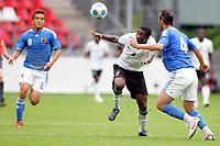 Fotball<br /> Ghana v Japan<br /> 09.09.2009<br /> Foto: Gepa/Digitalsport<br /> NORWAY ONLY<br /> <br /> Bild zeigt Junichi Inamoto (JPN), Asamoah Gyan (GHA) und  Marcus Tulio Tanaka (JPN)