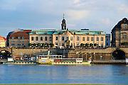 Blick über die Elbe auf Sekundogenitur, Schiffe weiße Flotte, Altstadt, Dresden, Sachsen, Deutschland.|.Dresden, Germany, View on historic city of Dresden and Sekundogenitur, ships