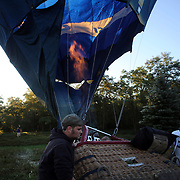 Vojko Zupan, Slovinia, and his crew prepare to launch during a practice flight during the World Hot Air Ballooning Championships in Battle Creek, Michigan, USA. 17th August 2012. Photo Tim Clayton