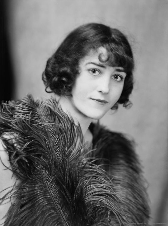 Elizabeth Nelvi (Mrs Edmondson Craig), artist and opera singer, 1919