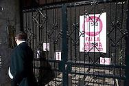 """Roma 13 Maggio 2010. Studenti e precari del gruppo attivo su Facebook """"Fai la valigia"""", hanno venduto  all'asta, della casa dell'  Onorevole Claudio Scajola, con l'intervento  di Robin Hood.Il portone del palazzo dove abita On. Claudio Scajola.Rome May 13, 2010. Students and insecure of the  group active on Facebook """"Make suitcase,"""" have sold at auction, the house of 'Mr Claudio Scajola, with the assistance of Robin Hood. The door of the building where he lives Claudio Scajola."""