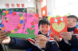 November 22, 2018 - Handan, Handan, China - Handan, CHINA-Pupils send greeting cards to teachers at a primary school in Handan, north China's Hebei Province, marking Thanksgiving Day. (Credit Image: © SIPA Asia via ZUMA Wire)
