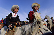 Mongolia. horses race with kids. On the steppe with snow . Malah      Malah       /  les jeunes cavaliers qui participent à  la course d'hiver à Malah s'amusent avant de depart de la course /  course de chevaux pour enfants  sur la steppe enneigee  Malah  Mongolie    47       P0009459