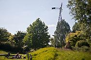 Le parc Martin Luther King est situé dans le prolongement du Parc de Clichy-Batignolles dans le 17e arrondissement de Paris. La paysagiste Jacqueline Osty a imaginé de multiples ambiances, adaptées tantôt à la détente contemplative, tantôt à la promenade ou au sport. L'eau y est omniprésente, déclinée sous différentes formes.