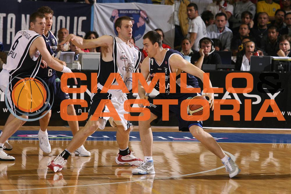 DESCRIZIONE : Napoli Lega A1 2005-06 Play Off Semifinale Gara 2 Carpisa Napoli Climamio Fortitudo Bologna <br /> GIOCATORE : Lorbek <br /> SQUADRA : Climamio Fortitudo Bologna <br /> EVENTO : Campionato Lega A1 2005-2006 Play Off Semifinale Gara 2 <br /> GARA : Carpisa Napoli Climamio Fortitudo Bologna <br /> DATA : 04/06/2006 <br /> CATEGORIA : Penetrazione <br /> SPORT : Pallacanestro <br /> AUTORE : Agenzia Ciamillo-Castoria/G.Ciamillo