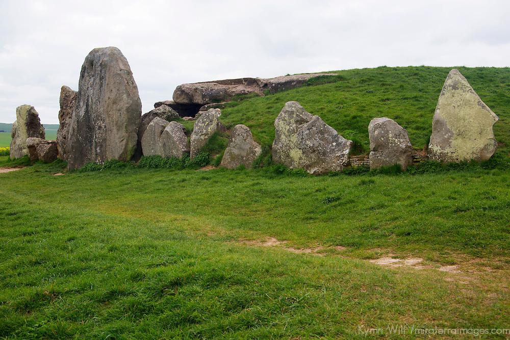 Europe, Great Britain, England, Avebury. West Kennet Longbarrow tomb, a UNESCO World Heritage Site.