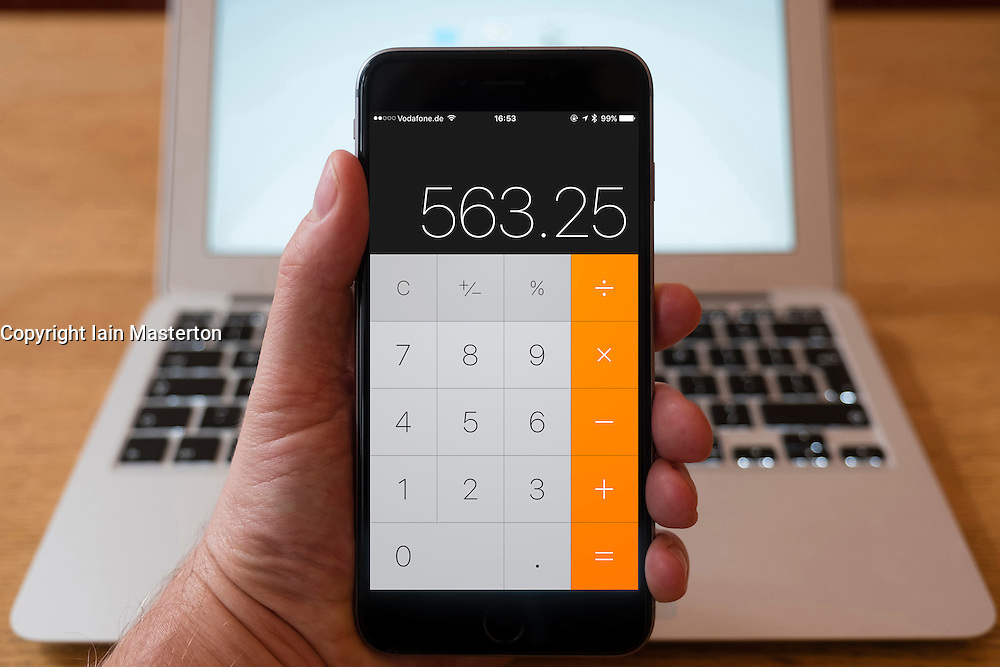 Using iPhone smartphone to display calculator app