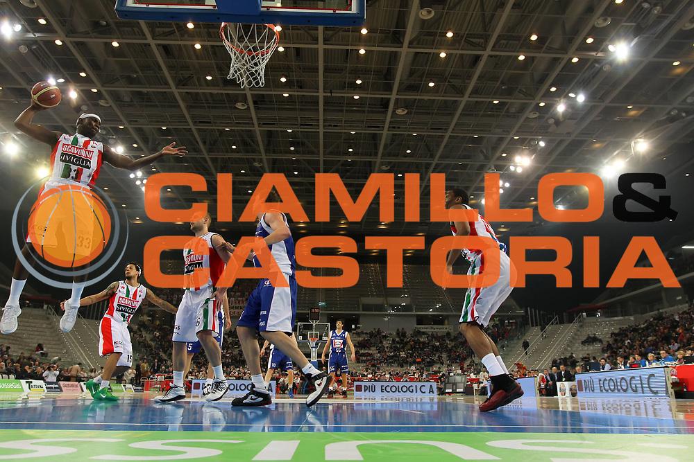 DESCRIZIONE : Torino Coppa Italia Final Eight 2012 Semifinale Scavolini Siviglia Pesaro Bennet Cantu<br /> GIOCATORE : Jumaine Jones<br /> SQUADRA :  Scavolini Siviglia Pesaro<br /> EVENTO : Suisse Gas Basket Coppa Italia Final Eight 2012<br /> GARA : Scavolini Siviglia Pesaro Bennet Cantu<br /> DATA : 18/02/2012<br /> CATEGORIA : rimbalzo<br /> SPORT : Pallacanestro<br /> AUTORE : Agenzia Ciamillo-Castoria/ElioCastoria<br /> Galleria : Final Eight Coppa Italia 2012<br /> Fotonotizia : Torino Coppa Italia Final Eight 2012 Semifinale Scavolini Siviglia Pesaro Bennet Cantu<br /> Predefinita :