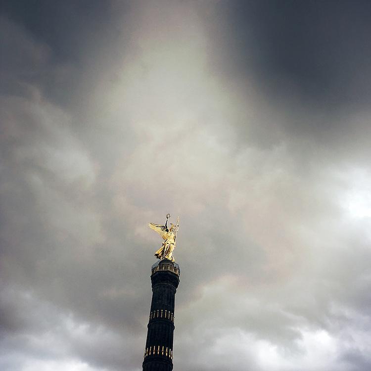 Germany - Deutschland - Mobile Digital Diary BERLIN (photos taken with iPhone) HIER: Die Siegessäule mit Goldelse, Großer Stern, Nationaldenkmal, in Berlin Tiergarten, 20.08.2016; © Christian Jungeblodt