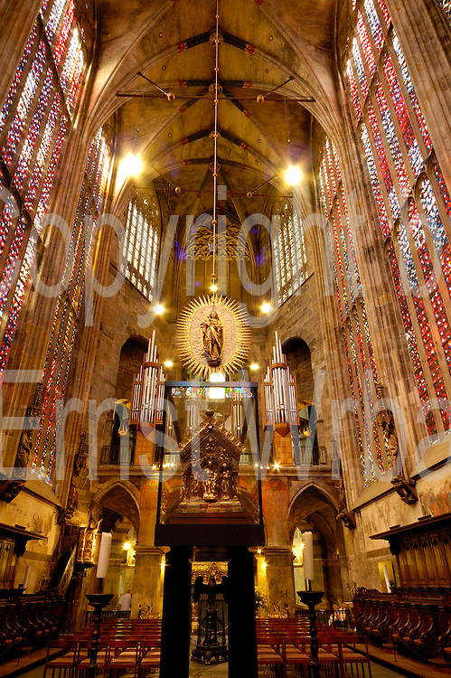 Aachen..Dom innen, Chor mit Karlschrein