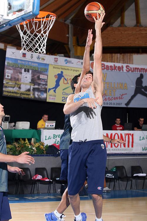 Ritiro per la preparazione ad Eurobasket 2007 Allenamento pomeridiano 30-07-2007<br /> Angelo Gigli