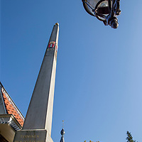 Nederland, Amsterdam, 15 oktober 2017.<br />Sloten is een dorp en de naam van een voormalige gemeente in de Nederlandse provincie Noord-Holland. Sloten ligt in het zuidwesten van de stad Amsterdam als onderdeel van het stadsdeel Nieuw-West. Sinds 1962 is er een Dorpsraad Sloten-Oud Osdorp.<br /> Sloten - dat wordt een beschermd dorpsgezicht.<br />Op de foto: Het monumentje in het steegje Banpaal.<br /><br /><br /><br />Foto: Jean-Pierre Jans