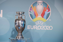 Euro 2020 Pokal bei der UEFA Euro 2020 Logo Pr‰sentation f¸r die Spiele in M¸nchen / 271016<br /> <br /> ***Presentation of the Logo for the Munich games at the UEFA EURO 2020, October 27th, 2016***