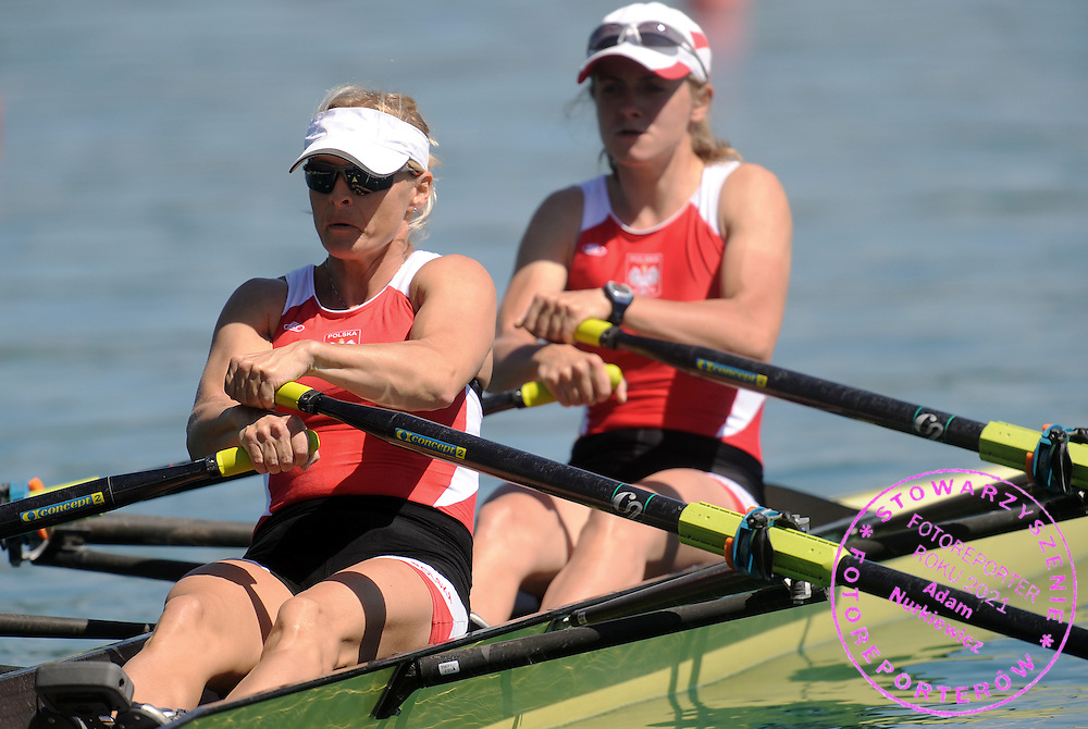 (L) ILONA MOKRONOWSKA & (L) WERONIKA DERESZ (BOTH POLAND) COMPETE AT LIGHTWEIGHT WOMAN'S DOUBLE SCULLS HEAT DURING DAY 1 FISA ROWING WORLD CUP ON ESTANY LAKE IN BANYOLES, SPAIN...BANYOLES , SPAIN , MAY 29, 2009..( PHOTO BY ADAM NURKIEWICZ / MEDIASPORT )..PICTURE ALSO AVAIBLE IN RAW OR TIFF FORMAT ON SPECIAL REQUEST.