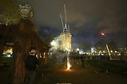 Mannheim. 01.01.18  <br /> Am Wasserturm. Silvester. Die Menschen feiern den Start in das Jahr 2018.<br /> Mit Raketen und Böller wird der Wasserturm in ein buntes Licht getaucht.<br /> Bild-ID 375   Markus Proßwitz 01JAN18 / masterpress