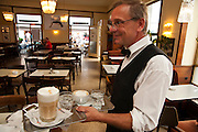 Kellner, Tradionskaffeehaus Cafe Korb, Wien, Österreich.|.waiter, Cafe Korb, Wien, Österreich, Vienna, Austria