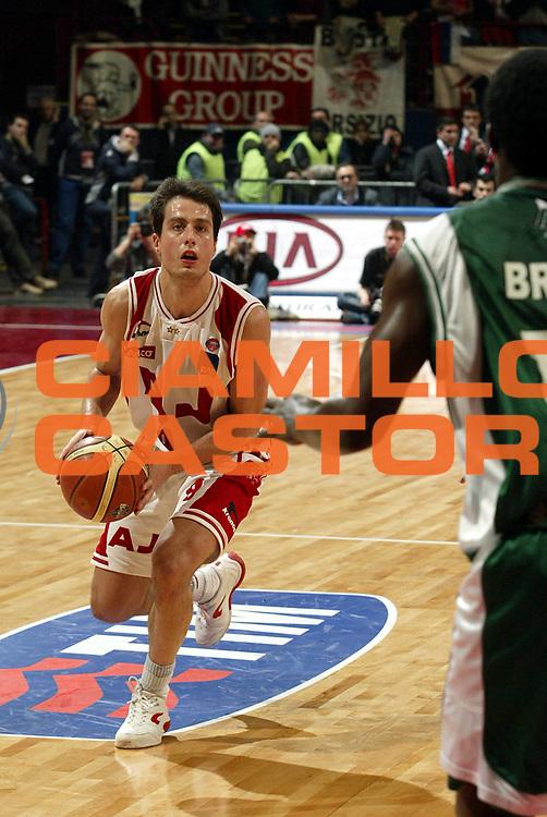 DESCRIZIONE : Milano Lega A1 2005-06 Armani Jeans Milano Air Avellino <br />GIOCATORE : Bulleri<br />SQUADRA : Armani Jeans Milano<br />EVENTO : Campionato Lega A1 2005-2006<br />GARA : Armani Jeans Milano Air Avellino<br />DATA : 12/03/2006<br />CATEGORIA : Palleggio<br />SPORT : Pallacanestro<br />AUTORE : Agenzia Ciamillo-Castoria/S.Ceretti