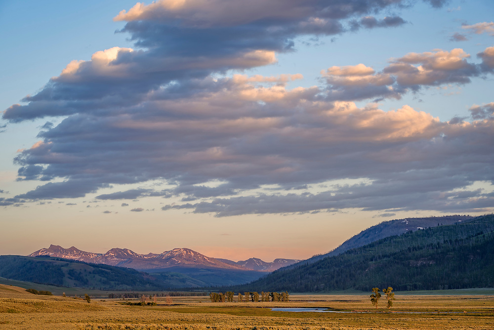 Lamar Valley and the Absaroka Mountains, Yellowstone National Park, Wyoming.