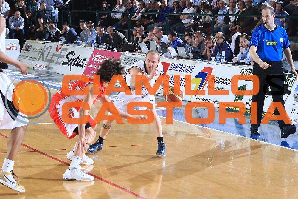 DESCRIZIONE : Ferrara Lega A 2009-10 Basket Carife Ferrara Cimberio Varese<br /> GIOCATORE : Valerio Spinelli<br /> SQUADRA : Carife Ferrara<br /> EVENTO : Campionato Lega A 2009-2010<br /> GARA : Carife Ferrara Cimberio Varese<br /> DATA : 28/03/2010<br /> CATEGORIA : Palleggio<br /> SPORT : Pallacanestro<br /> AUTORE : Agenzia Ciamillo-Castoria/G.Livaldi<br /> Galleria : Lega Basket A 2009-2010 <br /> Fotonotizia : Treviso Campionato Italiano Lega A 2009-2010 Carife Ferrara Cimberio Varese<br /> Predefinita :