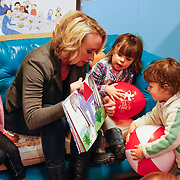 NLD/Amsterdam/20130123 - Nationaal Voorleesontbijt 2013, Eva Jinek leest voor