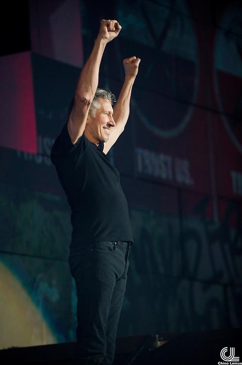 Roger Waters.The Wall Tour 2010.18/12/2010.Palacio de los deportes.Photo © Chino Lemus