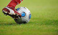 FUSSBALL   T-HOME CUP   SAISON 2009/2010   1. HALBFINALE FC Schalke 04 - VfB Stuttgart          18.07.2009 Symbolbild Fussball: Ball und Bein