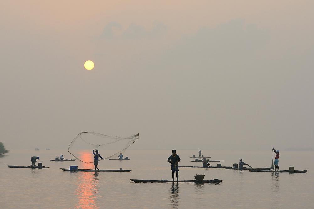 Throw-net fishermen, Pulicat Lake, Tamil Nadu, India