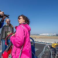 Nederland, Schiphol, 9 april 2017.<br /> <br /> De Kaagbaan wordt vernieuwd en naast meer vliegoverlast levert dat ook de 'Kaagbaan Experience' op: een kijkje bij de werkzaamheden aan een van Schiphols meest gebruikte start- en landingsbanen.<br /> Voor duizend omwonenden van de luchthaven is er in het weekend van 8 en 9 april een open dag georganiseerd waar het werk van de 700 medewerkers valt te bekijken. Van het vervangen van 130 kilometer bekabeling tot het vernieuwen van 1500 baanlampen en 225 duizend vierkante meter asfalt. (Bron: Het Parool) <br /> <br /> Foto: Jean-Pierre Jans