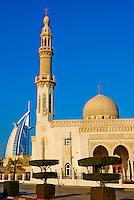 Emirats Arabes Unis, Dubai, Jumeirah beach, hotel Burj Al Arab et une mosquee // United Arab Emirates, Dubai, Jumeira beach, Burj Al Arab hotel and mosque