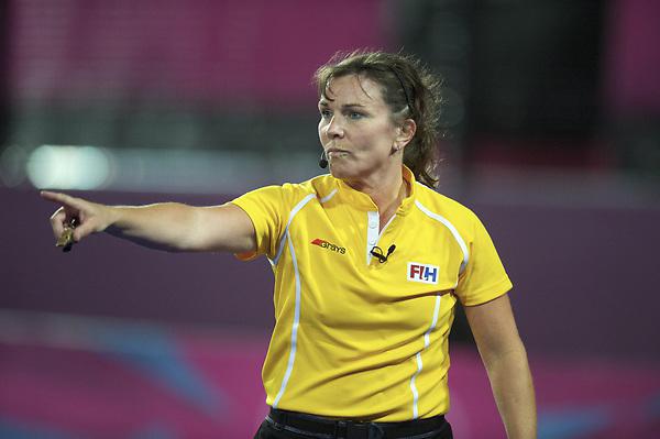 LONDON - Olympische Spelen 2012.women match.Germany v United States.foto: Umpire C. Metchette..FFU PRESS AGENCY COPYRIGHT FRANK UIJLENBROEK.