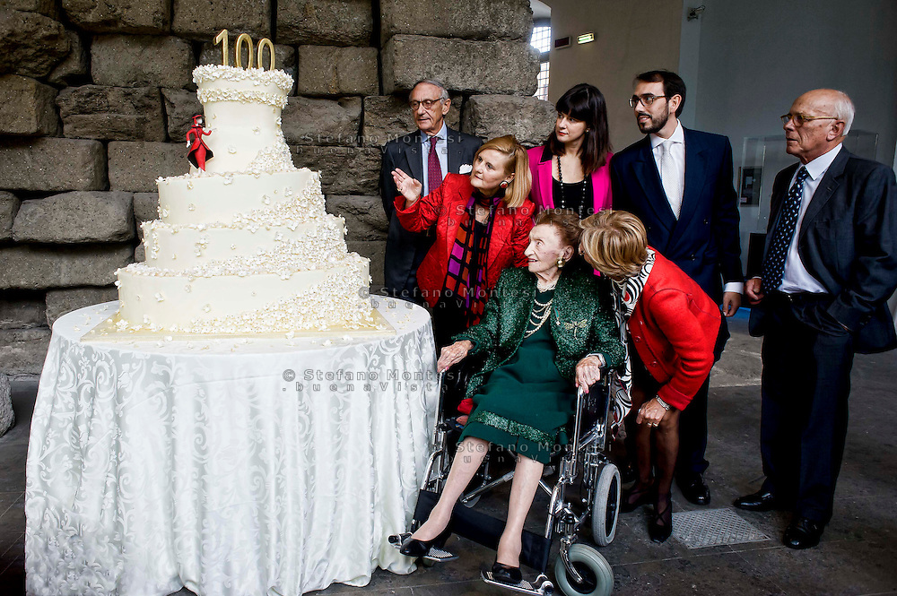 Roma 8 Novembre 2013<br /> Festa di compleanno per Micol Fontana ultima delle tre  sorelle Fontana della storica casa di moda che compie 100 anni. Festeggiata nell'Esedre di Marco Aurelio dei Musei Capitolini, dal Sindaco di Roma Ignazio Marino. Micol Fontana con la famiglia<br /> Rome November 8, 2013<br /> Birthday party for Micol Fontana Fontana last of the Fontana Sisters Fashion House in Rome that is 100 years old. Celebrated by the Mayor of Rome Ignazio Marino in the  exedra of Marcus Aurelius in the Capitoline Museums