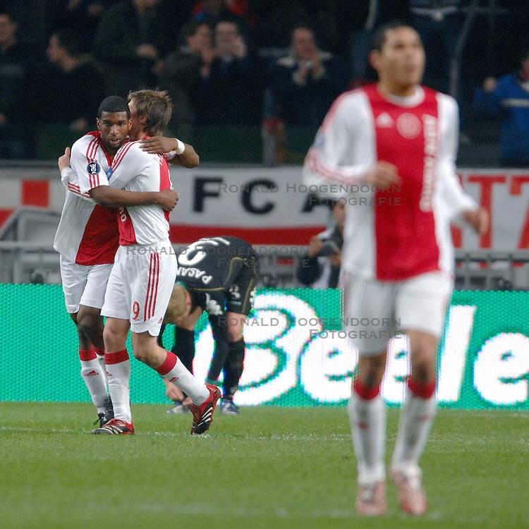 22-02-2007 VOETBAL: AJAX - WERDER BREMEN: AMSTERDAM <br /> Ryan Babel scoort de 3-1 en wordt gefeliciteerd door Klaas Jan Huntelaar<br /> &copy;2007-WWW.FOTOHOOGENDOORN.NL