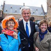NLD/Den Haag/20130917 -  Prinsjesdag 2013, Geert Wilders in gesprek met dames